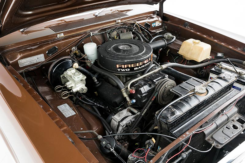 Chrysler -valiant -engine -bay