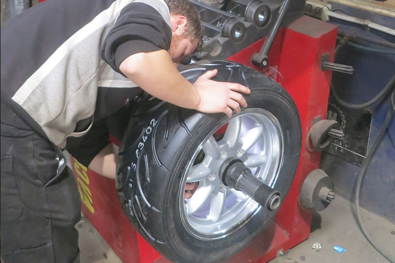 Tyre -fitting -2