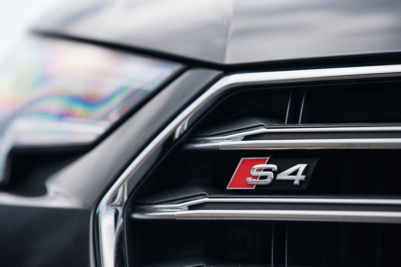 Audi -s 4-grille -badge
