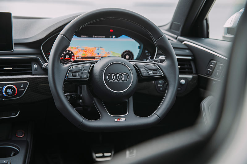 Audi -s 4-dash