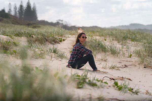 Woman -sitting -on -the -beach