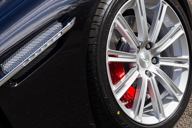 Aston -martin -rapide -wheel