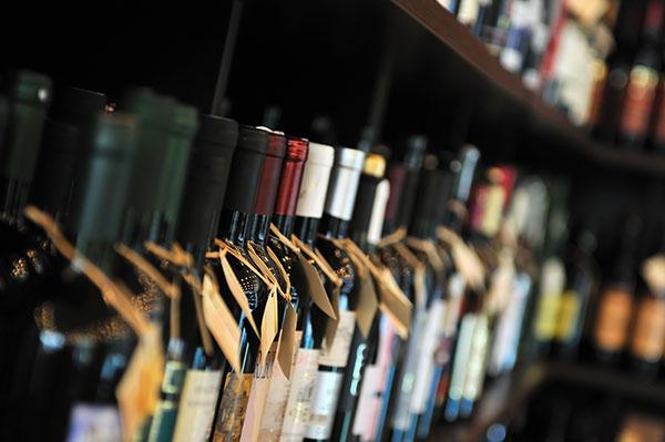 Wine -bottles -at -a -market