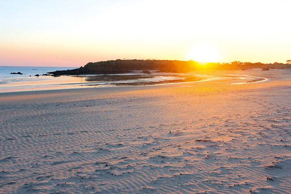 Sunset -on -the -beach -in -Dampier -Peninsula -WA
