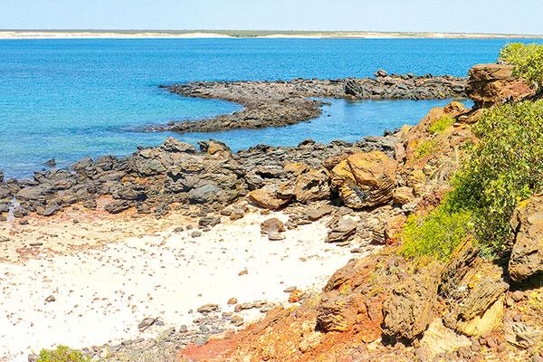 Rocky -headland -in -Dampier -Peninsula -WA