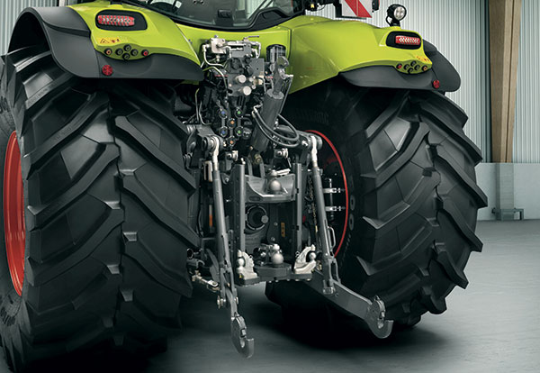 Claas Axion 800 tractor