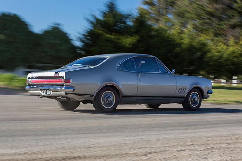 Holden -monaro -gts -327-onroad