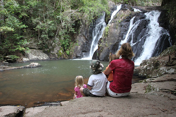 Woman -and -three -kids -sitting -next -to -the -Dinner -Falls -in -Atherton -Tablelands