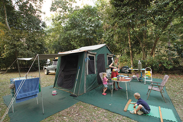 Family -at -a -campsite -at -Paluma -Range -National -Park