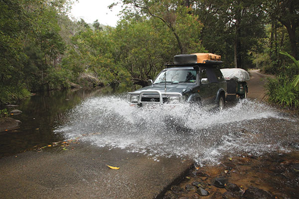 4WD-crossing -the -river -at -Paluma -Range -National -Park