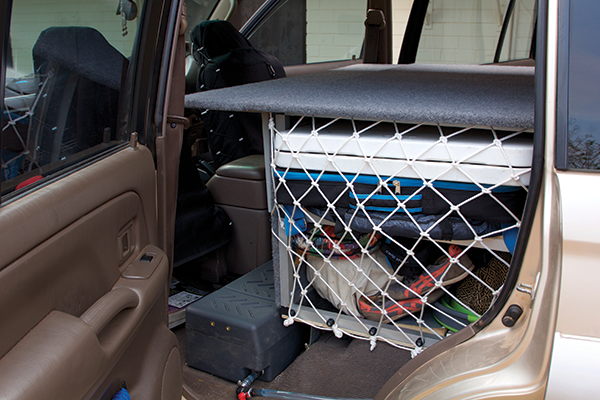 Rear -unit -in -a -4WD-storage -shelving