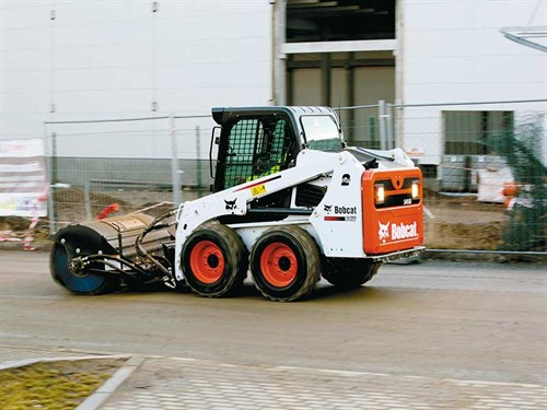 Large -Bobcat -Skid -Steer -Loader -S450-Angle -Broom -IMG_5351_140107