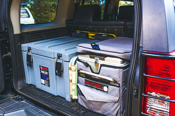 Set -of -drawers -in -the -towing -car -2