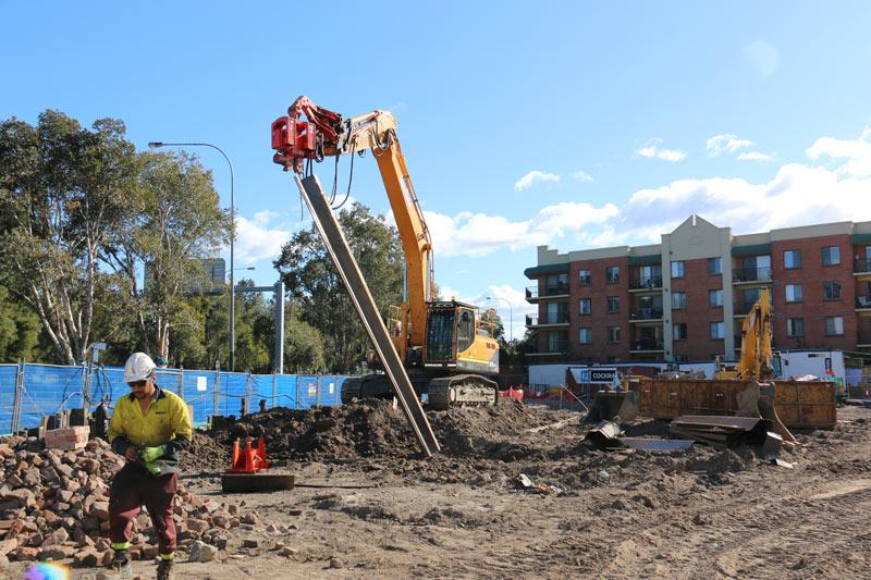 Hyundai 320LC-9 excavator digging
