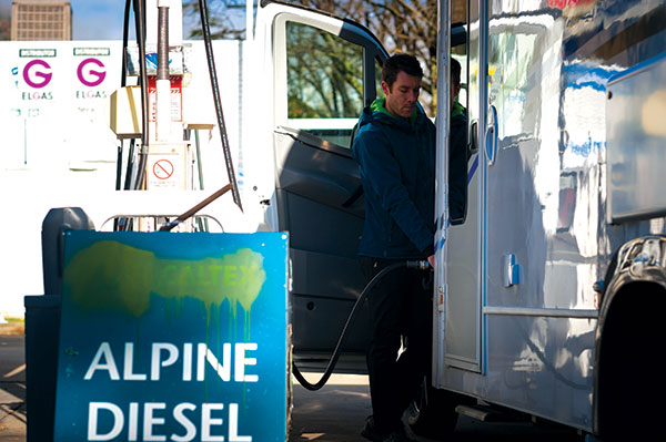 Man -filling -up -a -motorhome -with -petrol -at -a -petrol -station