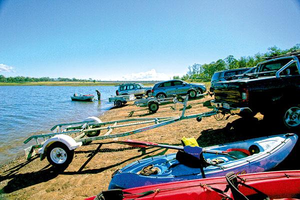 Boats -and -cars -at -Lake -Barambah