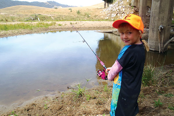 A-girl -is -fishing -at -the -Upper -Murray -near -Jingellic