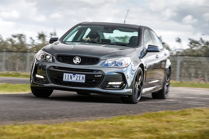 Holden -vf -commodore -onroad -4