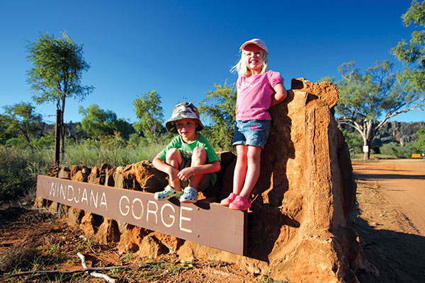 Children -standing -on -the -Windjana -Gorge -welcome -sign -in -Kimberley -WA