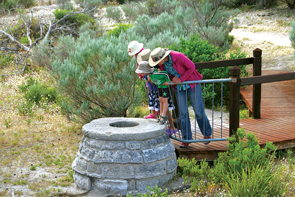 People -looking -at -Chinaman 's -Well -in -Coorong -NP-SA