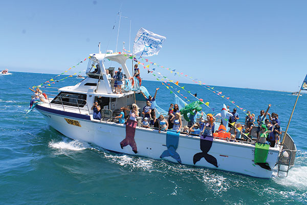 People -on -the -boat -at -Indian -Ocean -festival
