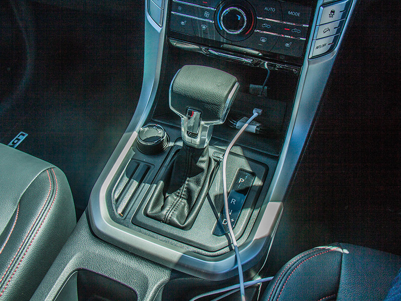 There's a choice of 6-speed auto or 6-speed manual