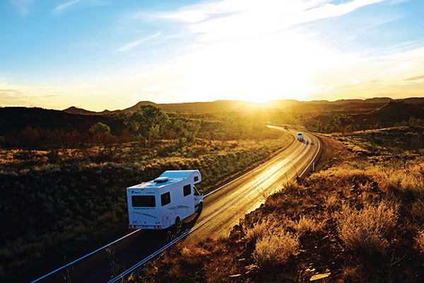 Motorhome -on -the -road -in -Isa