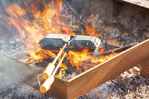Making -breakfast -jaffles -on -fire
