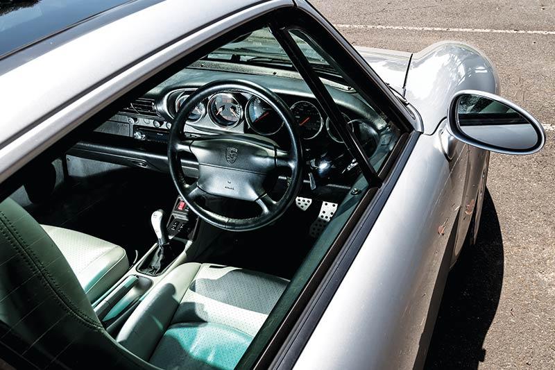 Porsche -993-interior
