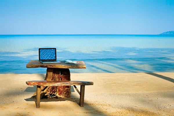 Laptop -on -a -bench -at -the -beach