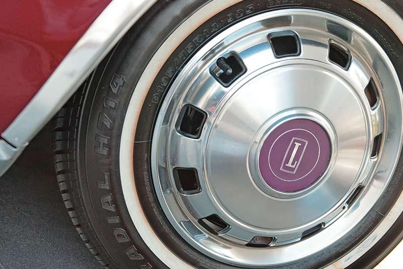 Ford -ltd -wheel
