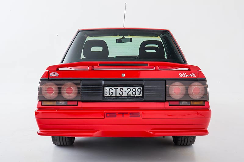 Nissan -skyline -rear