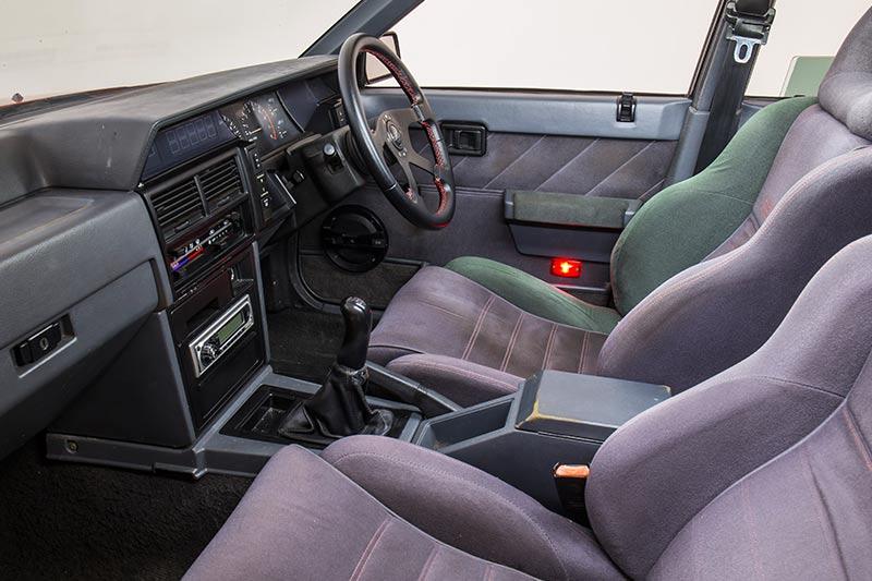 Nissan -skyline -interior -front