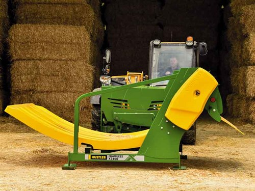 Huge -side -clearance -with -optional -extension -chute -gives -extra -reach -for -troughs ,-bunks -or -feedlots