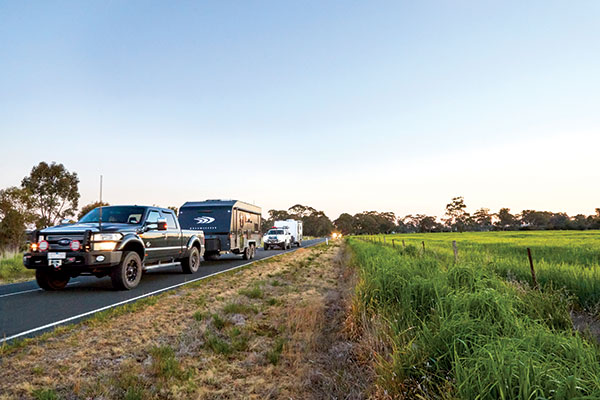 Caravan -convoy -on -the -road -with -Dreamseeker -at -the -front -at -Best -Aussie -Vans -2017