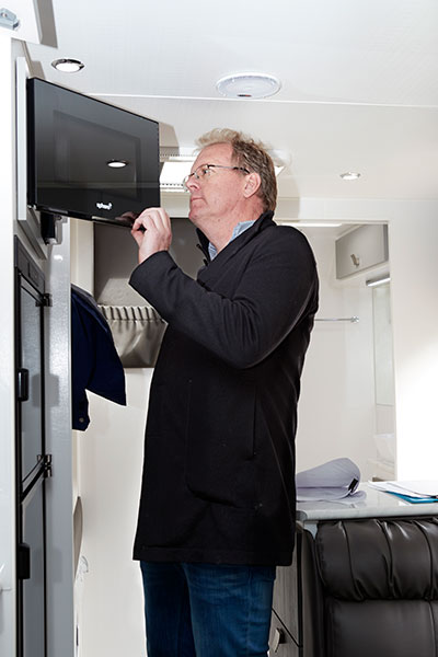 Man -assessing -a -caravan -at -AL-KO-Best -Aussie -Vans
