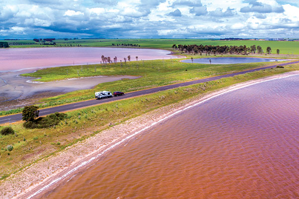 Caravans -on -the -road -passing The Salt Lakes At Grampians -VIC