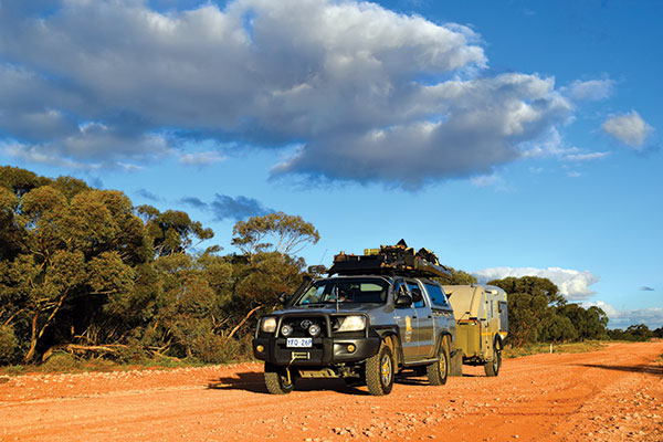 4WD-on -a -dirt -road