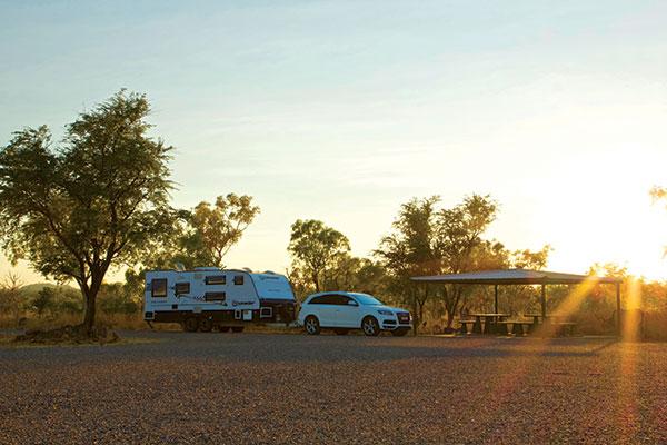 Caravan -camping -at -a -roadside -stop -in -the -Kimberley -WA