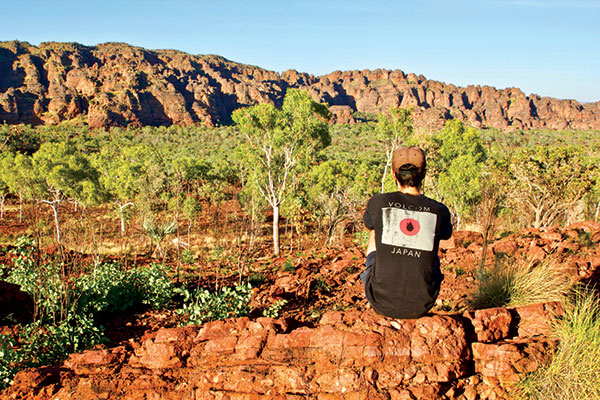 Man -sitting -at -the -Jarnem -walk -lookout -in -Keep -River -National -Park -NT