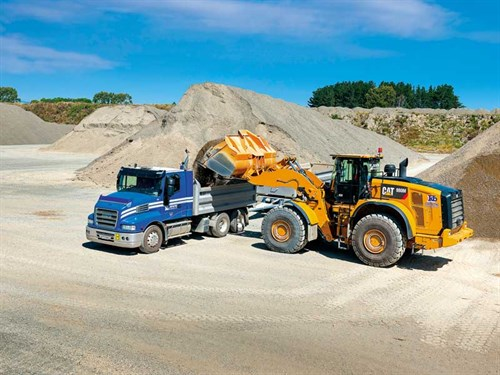KB-Quarries -CAT-980M-Loader -051---crop -at -edge -of -bucket