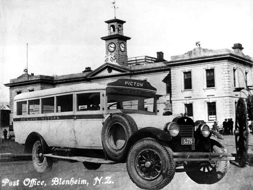 Vintage -Bus -Post -Office