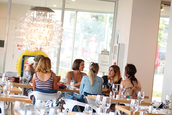 People -dining -at -360Q-waterfront -restaurant -in -Queenscliff
