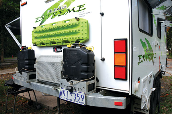 Fuel -tanks -at -the -back -of -a -caravan