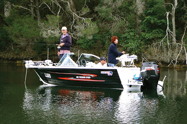 People -fishing -in -Mallacoota -Victoria