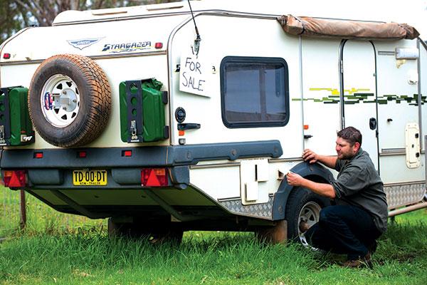 Man -sellling -Stargazer -caravan
