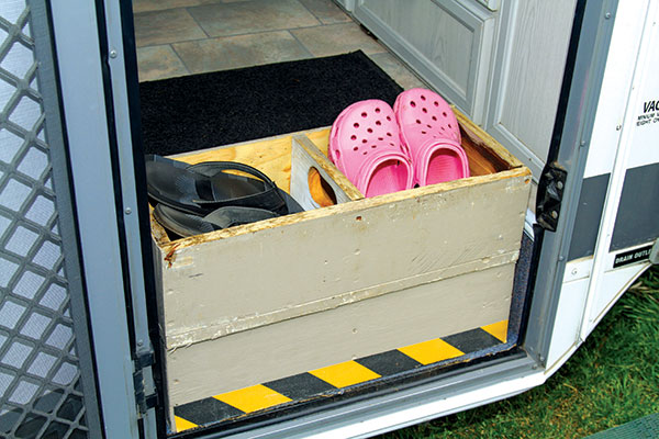 Caravan -shoe -storage