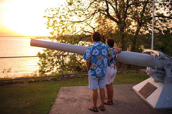 Couple -next -to -a -deck -gun -from -USS-Peary -serves -at -Bicentennial -Park -Darwin