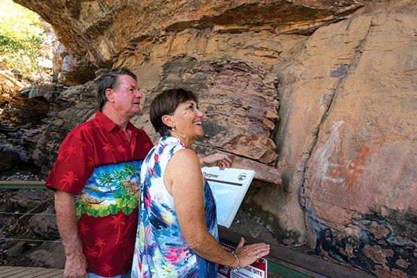 Couple -exploring -art -sites -at -Kakadu -NT