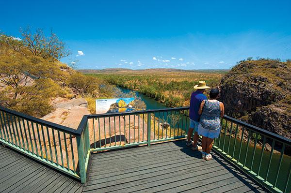 Couple -at -Baruwei -lookout -Darwin -NT